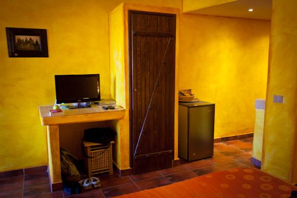 Sinai Old Spices - TV, close and fridge